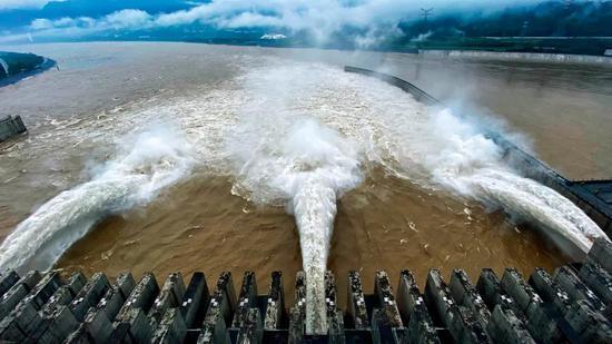 7月2日,三峡水库出库流量按日均35000立方米每秒控制。图/中新