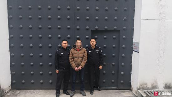 ↑外子被送进拘留所