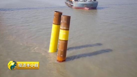 △钢管桩被顺利打到海床以下90米