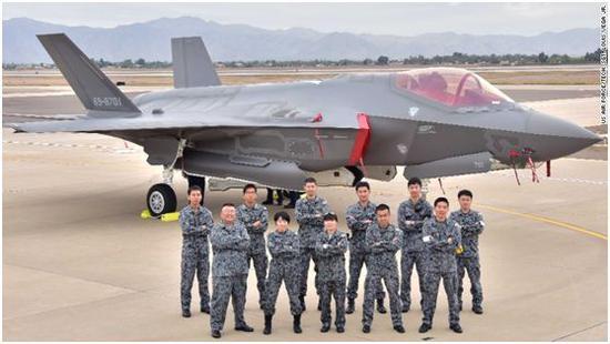 CNN:日本航空自卫队到美国亚利桑那接收F-35战机。