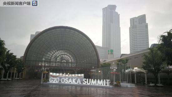INTEX Osaka,大阪国际展览中心,是此次G20峰会主会场,有近73000平方米的展览区域,是日本第三大的会展中心。主要展厅包括INTEX中心广场、露天SKY广场和环绕广场的6个场馆。G20峰会将使用面积最大的6号馆作为主会场,面积约4万平方米(央视记者马丽君拍摄)