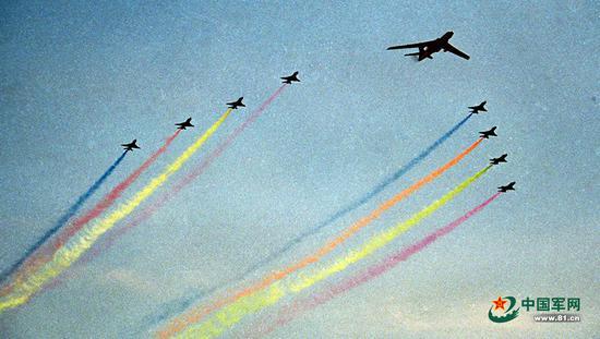 1999年国庆阅兵航空兵部队的风采。图源:中国军网