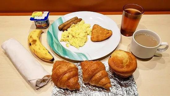 乘客Daxa2月7日的早餐 来源:Daxa的Twitter
