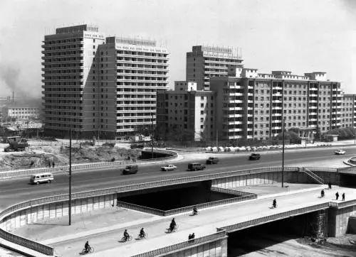 ▲原料图片:1978年,北京新建的一条立体交叉路路口。(新华社)