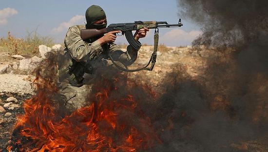 资料图:伊德利卜的叙反对派武装人员。