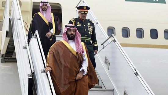 11月28日,阿根廷布宜诺斯艾利斯,沙特王储穆罕默德·本·萨勒曼抵达当地。图片来源:视觉中国