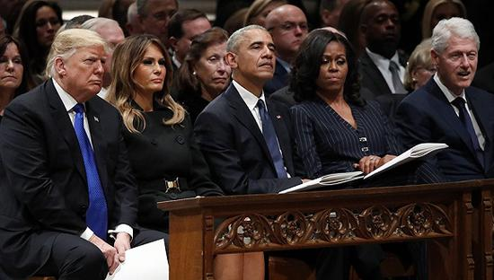 12月5日,华盛顿,美国国家大教堂举走第41任总统老布什葬礼。图片来源:视觉中国