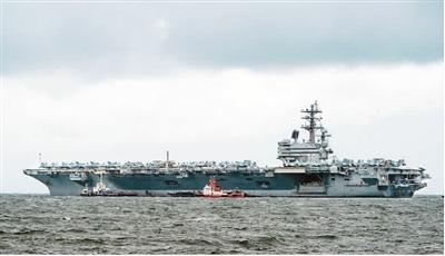 """8月7日,美国海军""""里根""""号航母驶入菲律宾马尼拉湾。法新社"""