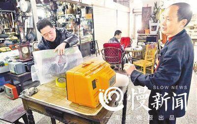 ▲孙建民以500元钱卖出去一台12吋的老电视