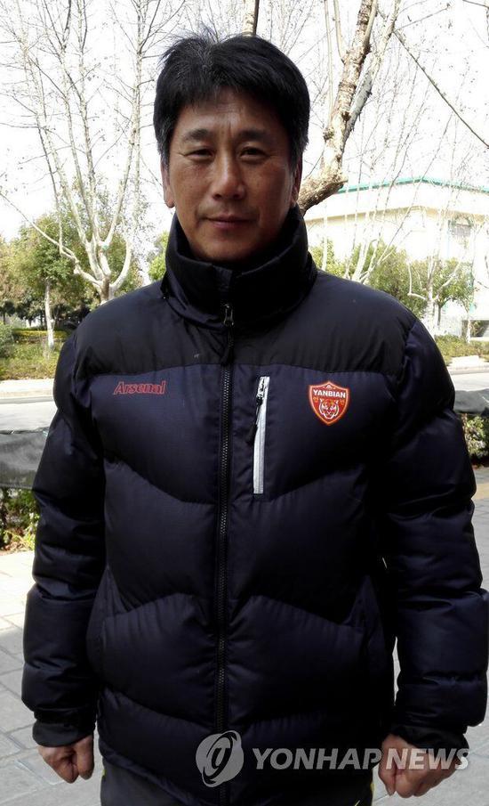 中国国家女足黄队主教练朴泰夏 (图片:韩联社)