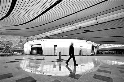 机场内部未来的免税店已初现雏形 摄影/刘世杰
