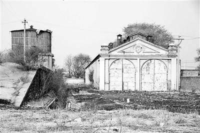 相邻的康庄蒸汽机车水塔与机车库,系此次文物认定中的最大亮点