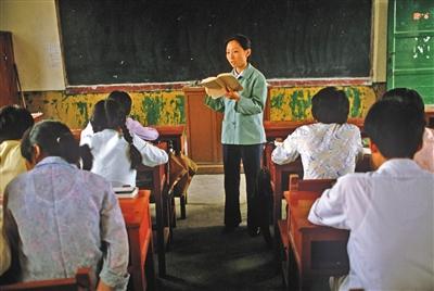 1980年代,江苏省南京市,中学课堂上的先生。