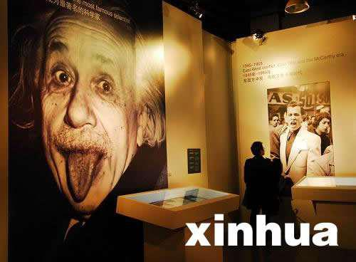 """▲2012年,""""阿尔伯特·喜欢因斯坦""""展览在武汉开展。图/新华社"""
