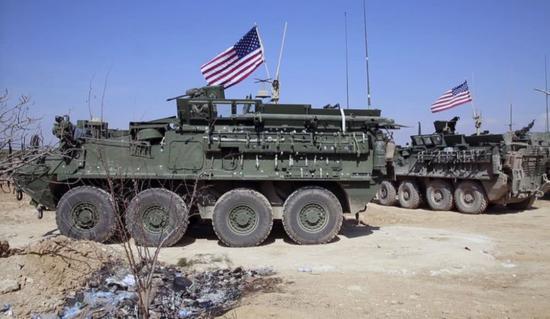 """美军在叙利亚安放的""""斯特赖克""""战车部队。"""