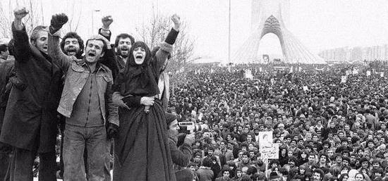 ▲1978年,伊朗多地爆发指斥国王的大周围抗议运动