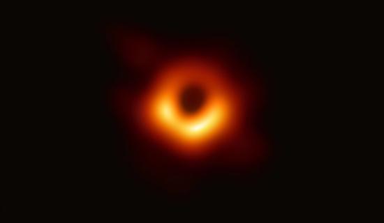 人类首张黑洞照片