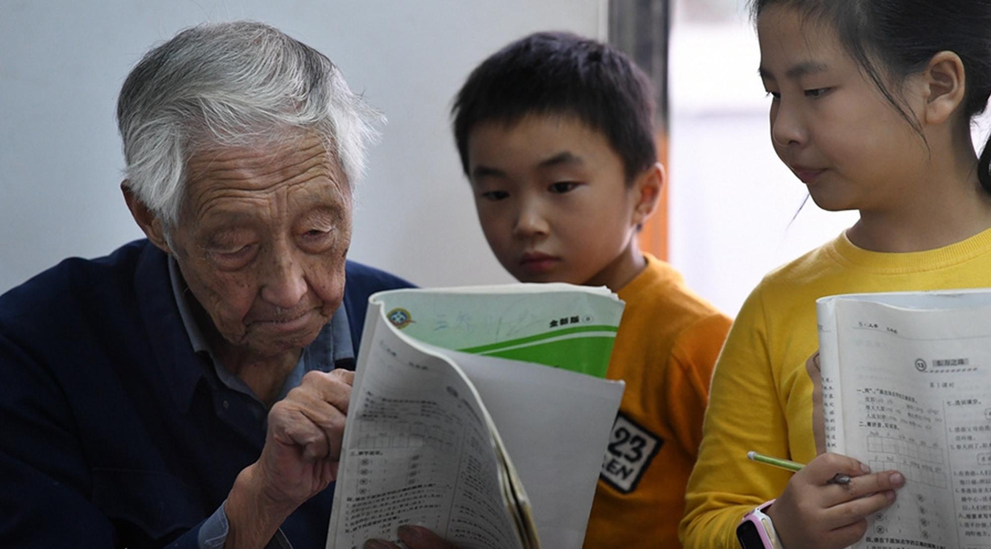 """外媒聚焦中国防控成效:""""中国经验""""效果明显"""