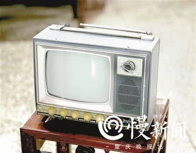 ▲9吋的英雄牌黑白电视