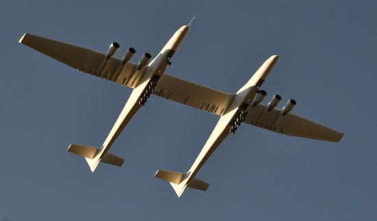 世界翼展最大飞机试飞 可将火箭载至平流层发射!