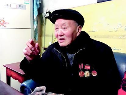 九十五岁的张富清老人。湖北日报全媒记者张欧亚摄