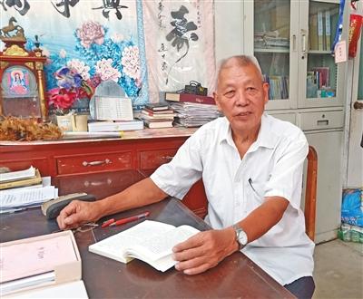 孟祥笑 男,1944年10月出生,安徽省霍邱县彭店村人,1974年最先从事哺育做事,担任彭店幼学代课教师,并出任彭店幼私塾长。