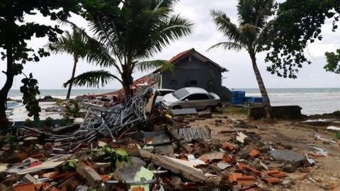 海啸事后,当地一片废墟。(图源:BBC)
