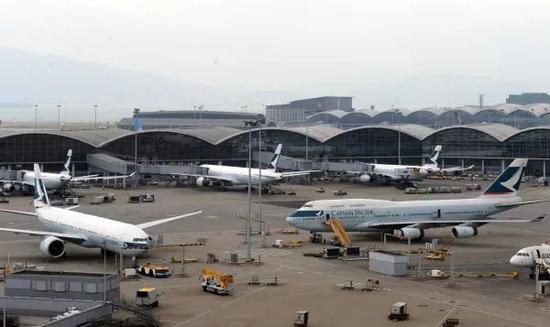 ▲资料图片:图为停靠在香港国际机场的国泰航机(新华社)