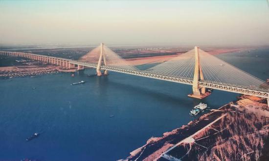 世界最大公铁两用桥——武汉天兴洲长江大桥。