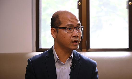 香港哺育做事者联会主席、黄楚标私塾校长黄锦良批准澎湃讯息专访。