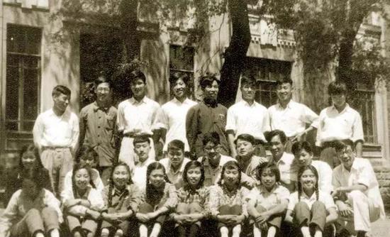 20世纪50年代,新调入哈工大物理教研室的25名青年教师。