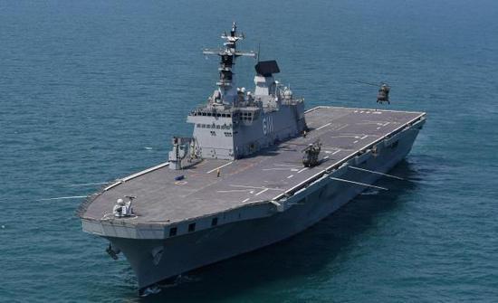 """韩国准航母——""""独岛""""号两栖攻击舰(韩国《国防日报》)"""