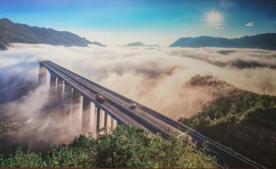 亚洲第一墩高大桥——贵州赫章特大桥。