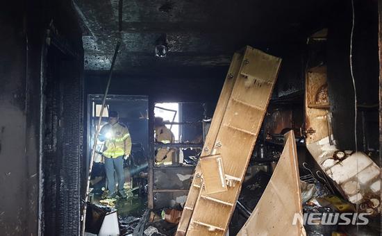 被纵火的公寓内部(纽西斯通讯社)