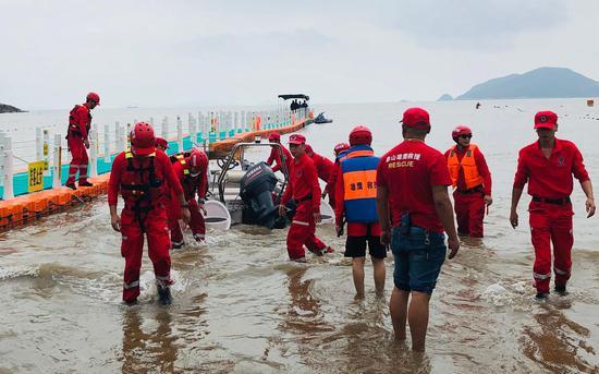 救援队搜救章子欣。 新京报材料图
