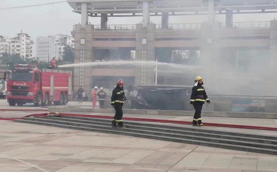 9月6日下午,秦皇岛银谷地下商城突发火灾。 受访者供图