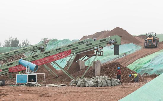 8月6日,北京市海淀区四季青建筑垃圾资源化处置现场。新京报记者 陈婉婷 摄