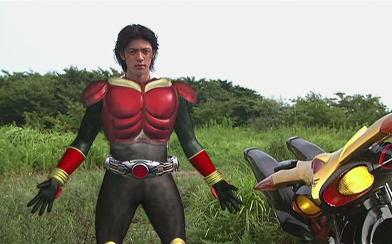 小田切让饰演的第一代平成骑士。