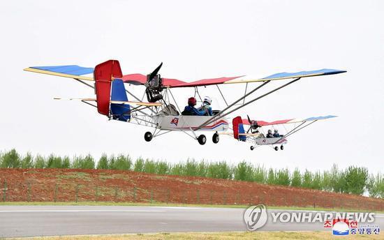 <p>朝鲜的轻型飞机(朝中社)</p>
