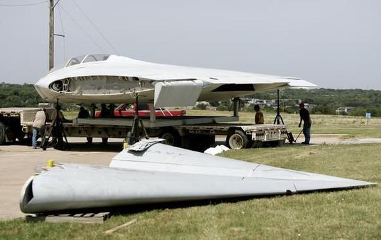被拆解的A-12隐身攻击机
