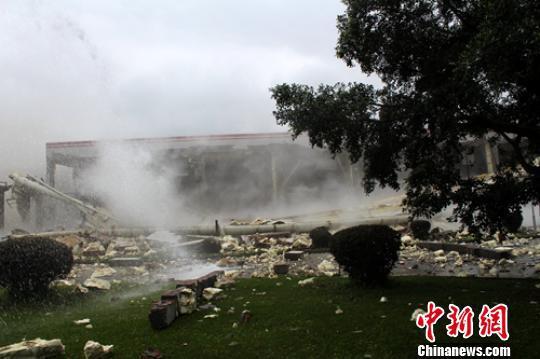 高金食品公司疑似爆炸事故现场。 刘忠俊 摄