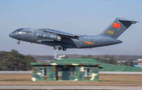 运-20单机空中展示。