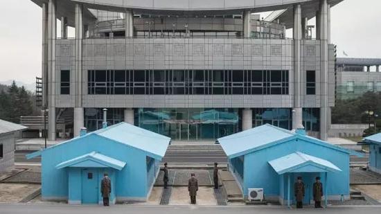 ▲朝鲜士兵站在板门店朝方一侧。