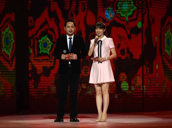 演员刘劲和北京电视台主持人悦悦担任主持
