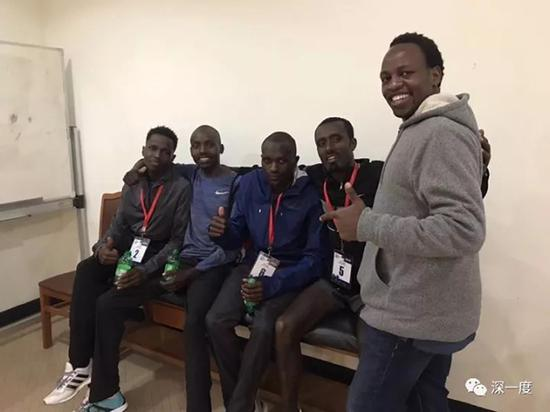 欧辰和非洲运动员