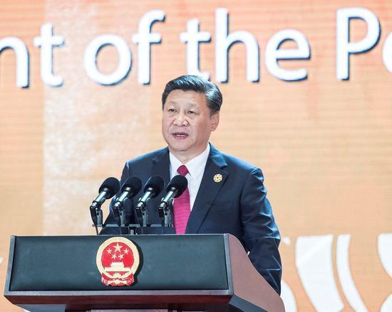 11月10日,习近平应邀出席在越南岘港举行的亚太经合组织工商领导人峰会并发表题为《抓住世界经济转型机遇 谋求亚太更大发展》的主旨演讲。新华社记者 李涛 摄