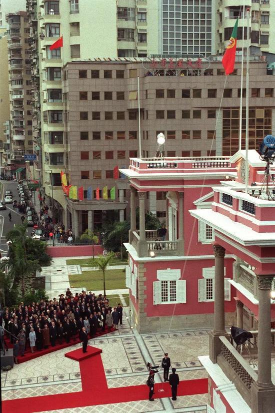 1999年12月20日_18年前这一刻 多少中国人热泪盈眶(图)|澳门|天安门广场|澳门回归 ...