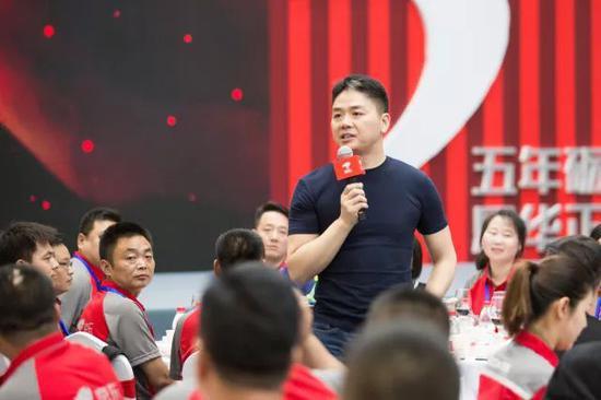 刘强东出席京东员工家宴提十年梦想:让员工更有尊严的照片 - 2