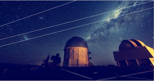 星空摄影师拍到的星链卫星。 版权:REIDAR HAHN/FERMILAB