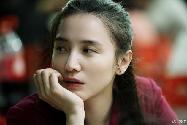 杨天真连续14年为宋佳庆生 拥抱互动亲密十足